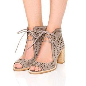 Jeffery Cordillo Sandals.  11